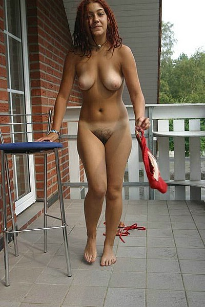 girlfriend naked outdoor